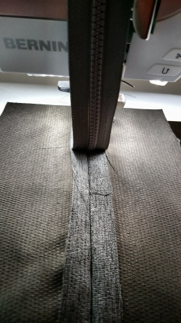 zipper in the middle of the seam